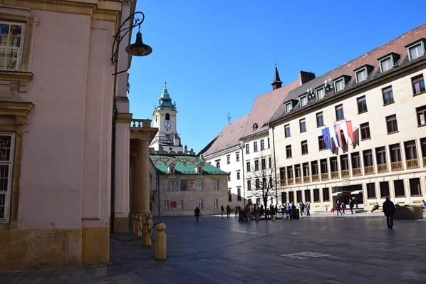 Am Primatialpalais Altstadt Braitslava Slowakei flusskreuzfahrt donau kreuzfahrt