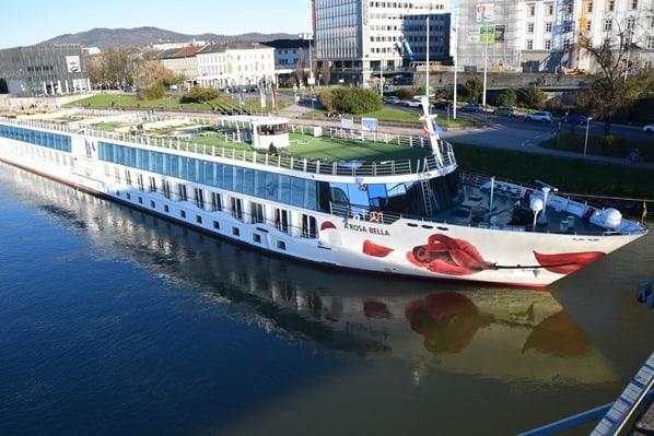 arosa Flusskreuzfahrt Donau a-rosa bella Anleger Linz Österreich