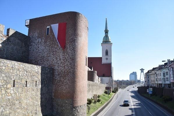 Martinsdom Stadtmauer Donaubrücke Braitslava Slowakei flusskreuzfahrt donau kreuzfahrt