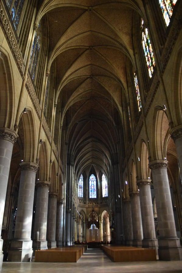 Kirchenschiff Linzer Mariendom Linz Österreich arosa Flusskreuzfahrt Donau