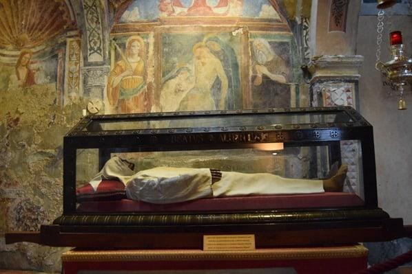 Santa Caterina del Sasso Eremitenkloster Sarg Eremit Mumie Lago Maggiore Langensee Lombardei Italien