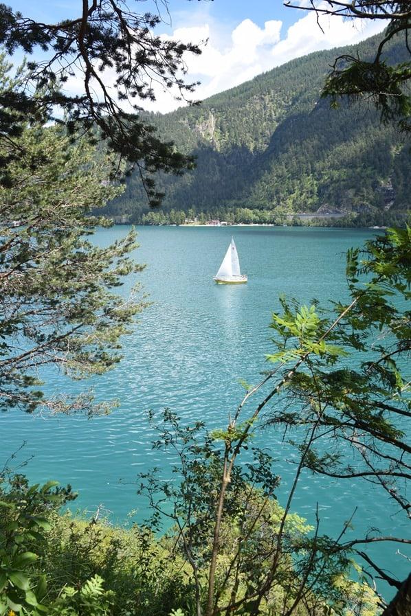Gaisalm Achensee wandern Segelboot Tirol Österreich