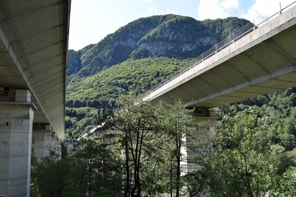 Ciclovia Alpe Adria Radweg Autobahnbrücke Friaul Julisch-Venetien Italien