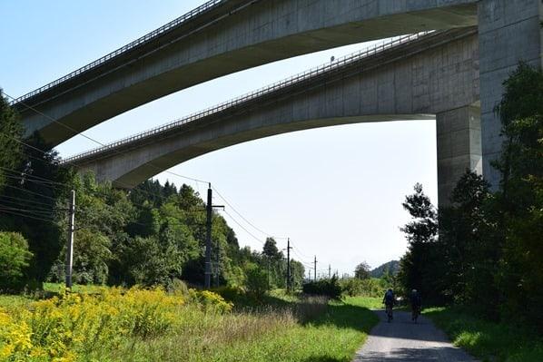 Drauradweg Autobahnbrücke Kärnten Österreich