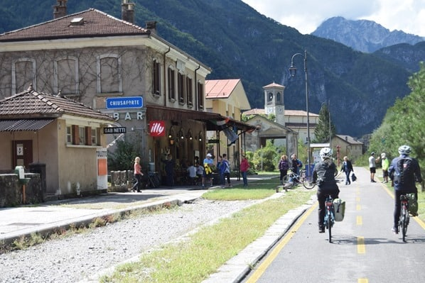 Ciclovia Alpe Adria Radweg Bahnhof Chiuasaforte Friaul Julisch-Venetien Italien