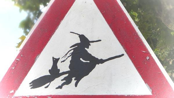Hexen Warnschild Hexendorf Triora Ligurien Italien