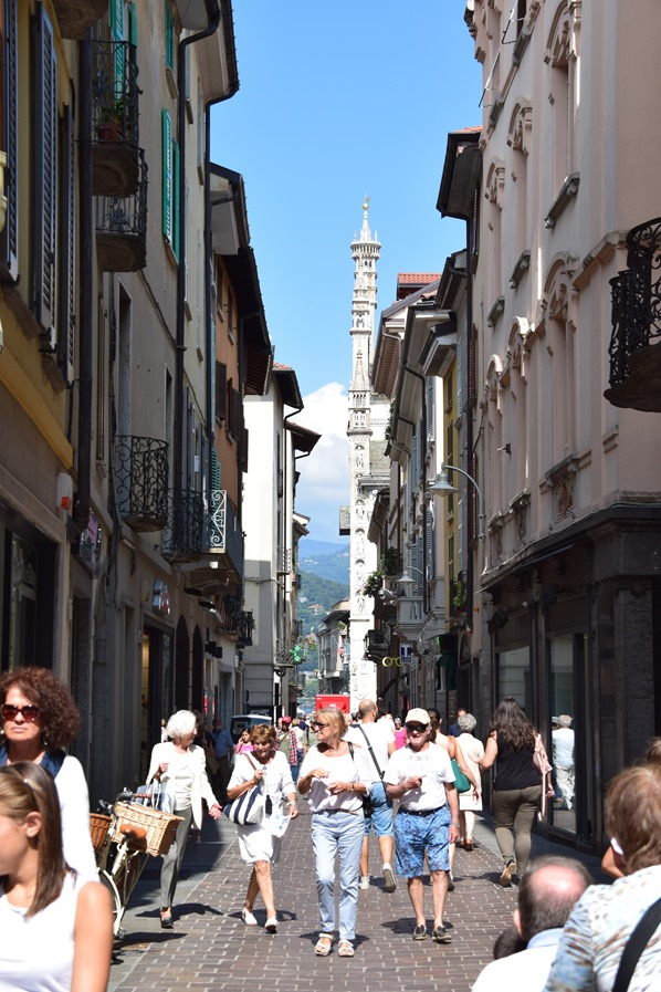 06_Einkaufsstrasse-Como-Comer-See-Lombardei-Italien