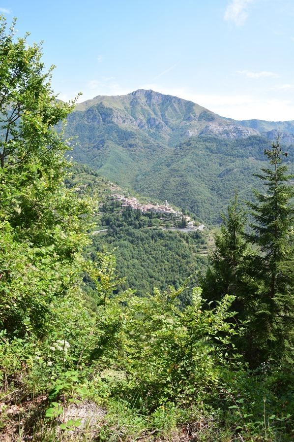 Bergdorf Corte gegenüber Hexendorf Triora Ligurien Italien Alpen