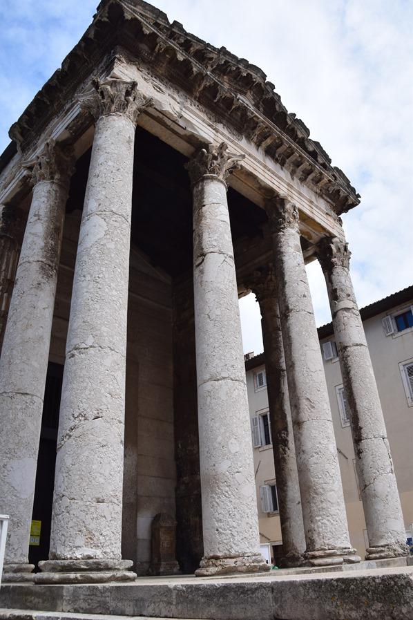 04_Augustus-Tempel-Pula-Istrien-Kroatien
