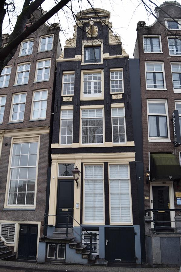 22_a-rosa-Flusskreuzfahrt-Rhein-Sightseeing-schiefes-Haus-Amsterdam-Holland-Niederlande