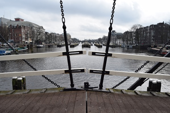 26_a-rosa-Flusskreuzfahrt-Rhein-Sightseeing-Grachtenbruecke-Amsterdam-Holland-Niederlande