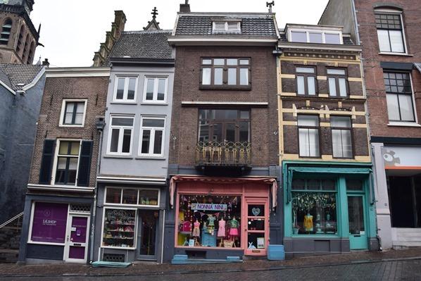 17_a-rosa-Flusskreuzfahrt-Rhein-Einkaufsstrasse-Altstadt-Nijmegen-Holland-Niederlande