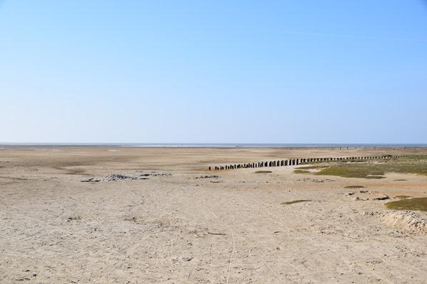 Wahrzeichen Nordsee Urlaub menschenleerer Strand am Leuchtturm Westehever Westerheversand Nordfriesland Schleswig-Holstein Deutschland