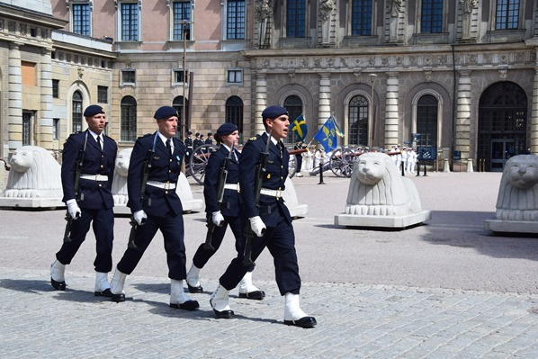 Stockholm Sehenswürdigkeiten Wachwechsel Mittag Stockholmer Schloss Gamla Stan Königshaus Schweden Ostsee Kreuzfahrt