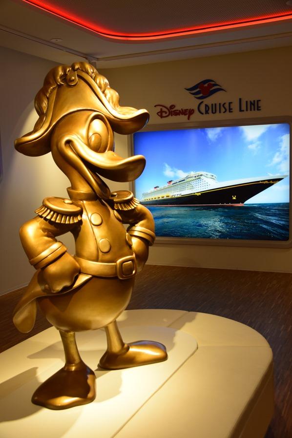 18_Donald-Statue-Disney-Cruise-Line-Kreuzfahrtschiff-Meyer-Werft-Papenburg