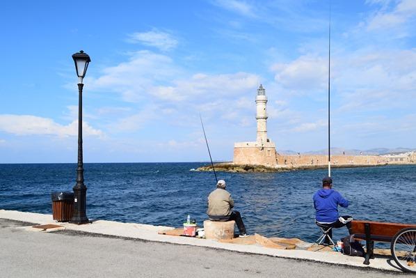 Fischer angeln Leuchtturm Alter Hafen Chania Kreta Griechenland