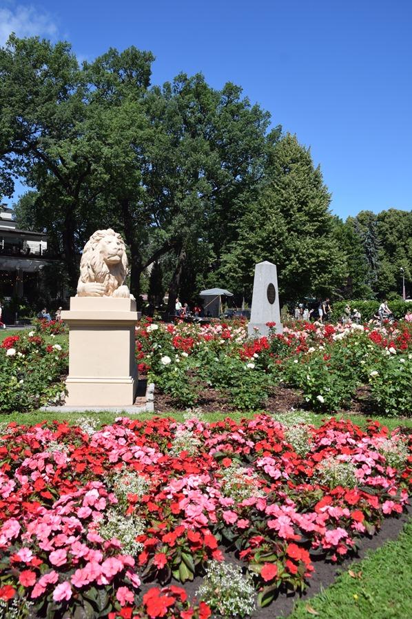 Park Wöhrmannscher Garten Statue Blumen Riga Lettland