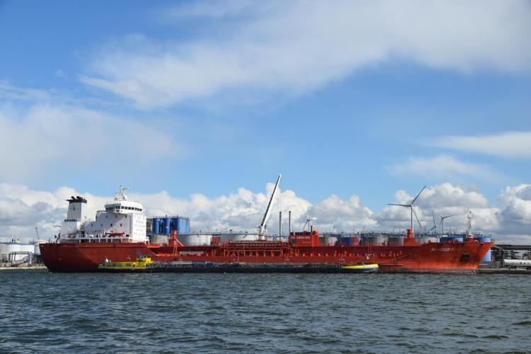 arosa flusskreuzfahrt rhein schelde hafen frachter bunkerschiff antwerpen belgien a-rosa aqua