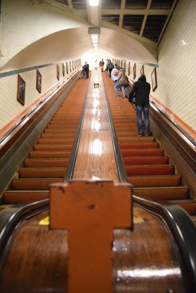 18 holz rolltreppe fussgaengertunnel sint annatunnel schelde antwerpen belgien a rosa flusskreuzfahrt rhein