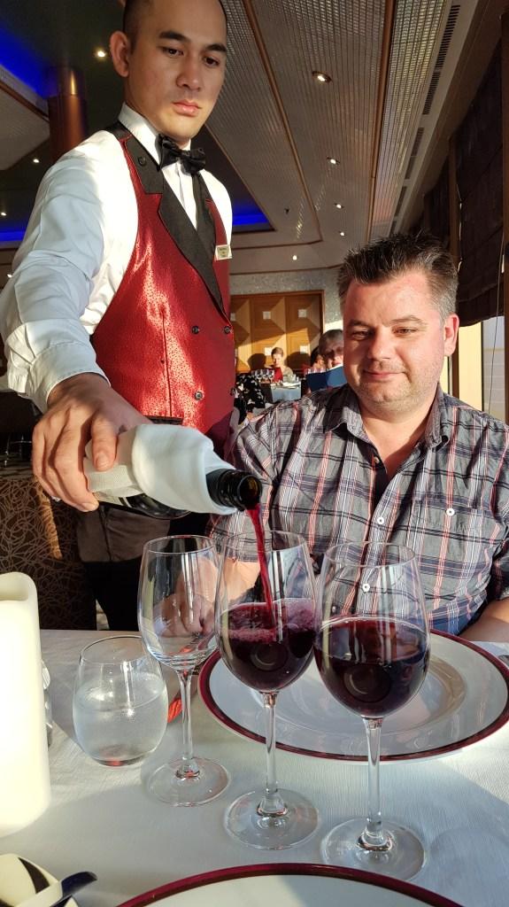 Kreuzfahrtblogger Daniel Dorfer Familienkreuzfahrt Costa Club Restaurant Kreuzfahrt