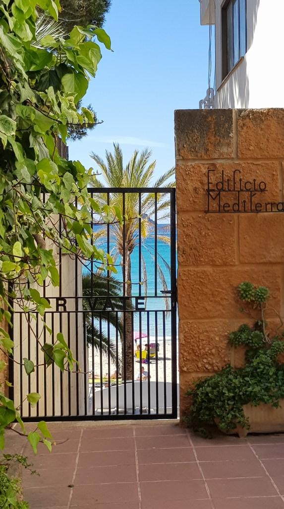07 blick zum strand playa peguera mallorca balearen spanien