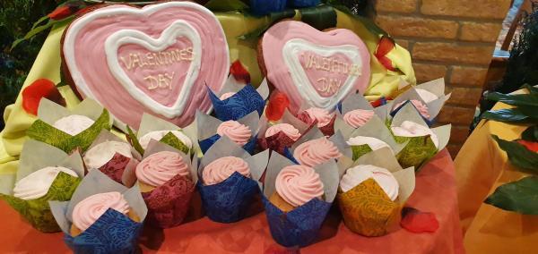 kreuzfahrtschiff aidamar valentinstag dekoration muffins aida familien kreuzfahrt