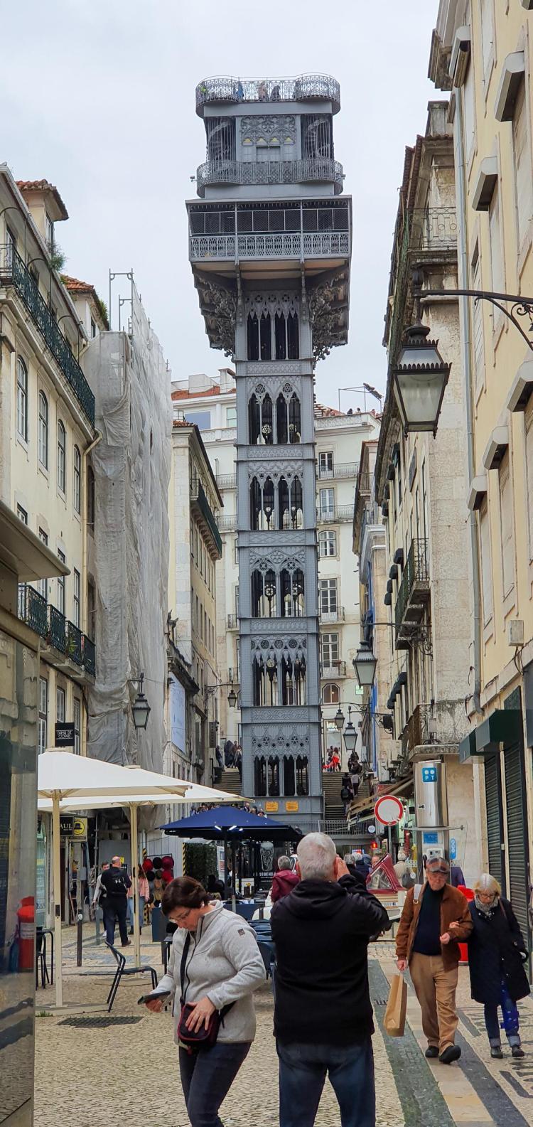 Städtereise Lissabon Sehenswürdigkeiten Lift Aufzug Elevador de Santa Justa in Lissabon Portugal