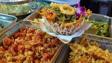 Köstlichkeiten aus dem Frittiertopf - sogar das Körbchen ist essbar!