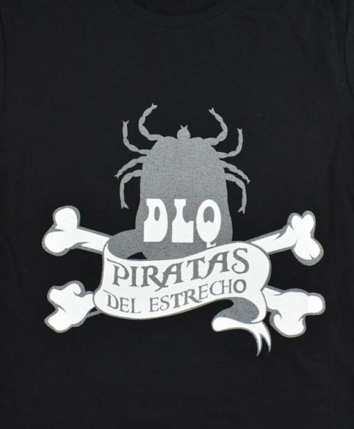 Camiseta-mujer-Los-Delinquentes-Piratas-negra-detalle