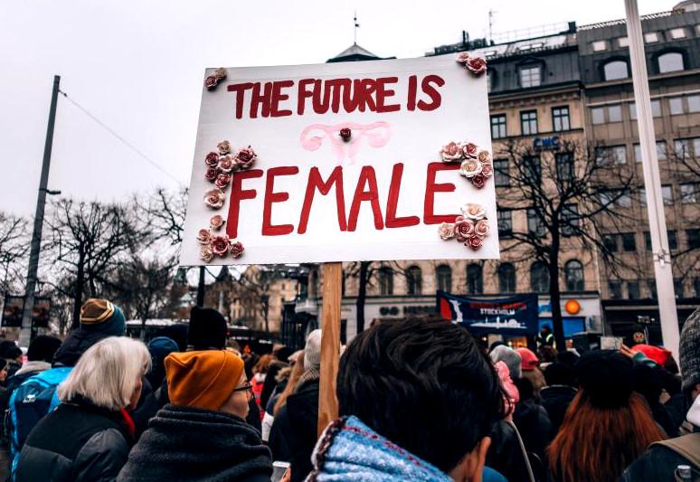 The future is female:  Warum wir die Klimakrise nur mit Feminismus bewältigen können