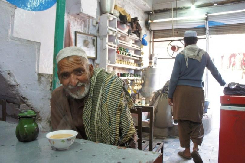 Peshawar: nette Begegnung beim Teetrinken