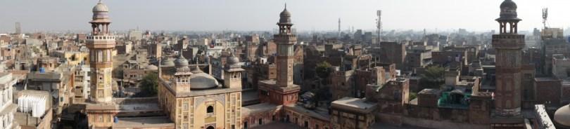 Lahore: Blick über die Stadt von einem Minaret der Wazir Khan-Moschee
