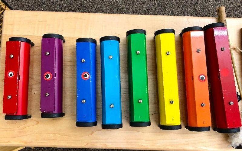 Como trabalhar com instrumentos musicais para crianças