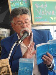 Víctor Vielma leyentos textos de su libro 'Piélago'