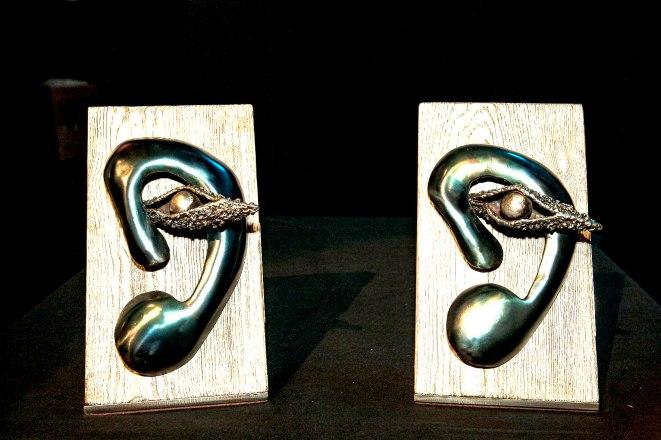 Trofeus únics i originals creats per l'artista manlleuenc Albert Pla.