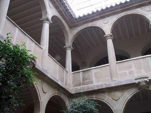 Baeza. UNIA, antiguo Seminario San Felipe Neri, patio