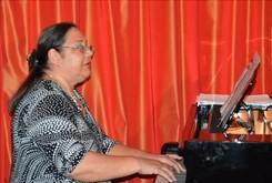 """Pianista Inna Oncescu, promotoare a muzicii românești contemporane, va cânta pe scena prestigioasei Casa de Cultură """"Geo Bogza"""" din Câmpina, în """"Prologul festivalului"""" 2019-2020 - Recital 3."""