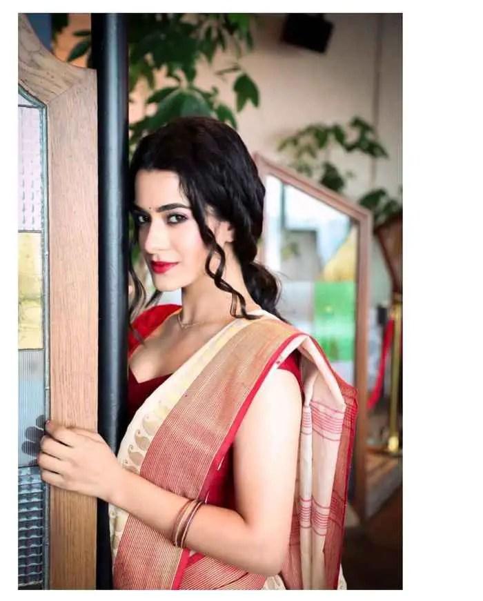 Akansha Sareen Image Download