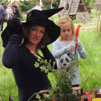 Toverstokken en heksendrankjes maken met de heks