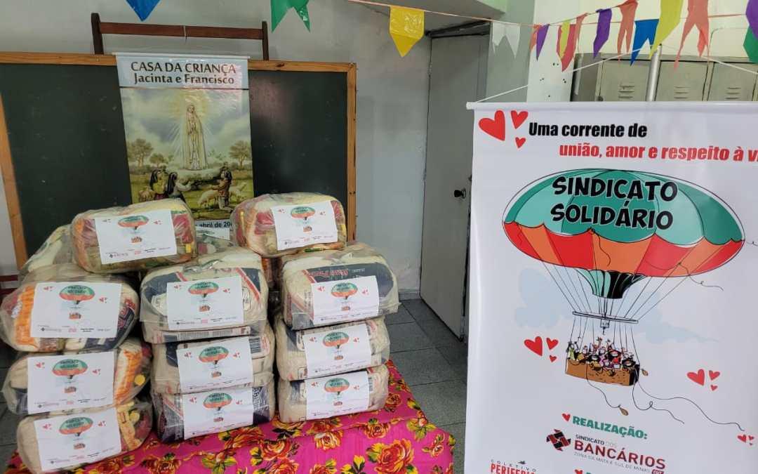 Sintraf-JF entrega cestas de alimentos a famílias do bairro retiro e região