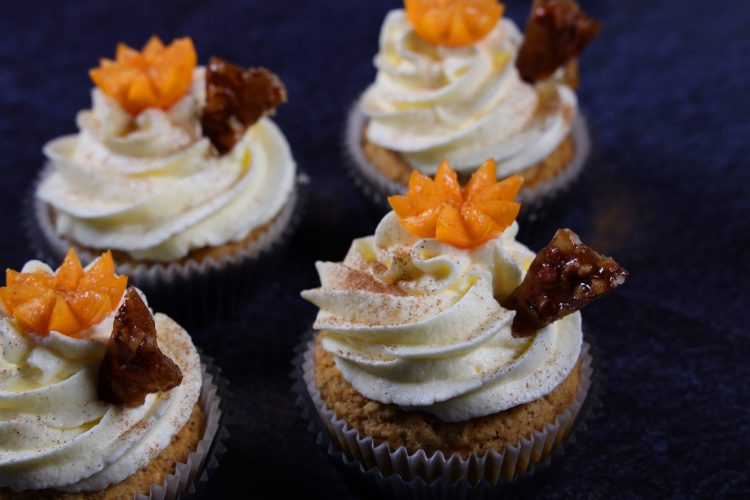 Gulrot-cupcakes med kremostfrosting! (keto, Sukkerfri, Glutenfri)