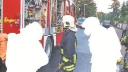Mehr als 60 Einsätze hatte die Feuerwehr Coswig in diesem Jahr bereits. Einer der größten war das Feuer am 1. Mai, bei dem eine Hausbewohnerin ums Leben kam. Tagsüber ist es laut Wehrleiter oft schwierig, genug Einsatzkräfte zusammenzutrommeln. Mehr als 60 Einsätze hatte die Feuerwehr Coswig in diesem Jahr bereits. Einer der größten war das Feuer am 1. Mai, bei dem eine Hausbewohnerin ums Leben kam. Tagsüber ist es laut Wehrleiter oft schwierig, genug Einsatzkräfte zusammenzutrommeln.