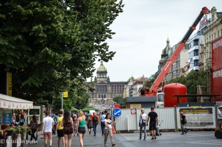 Wenceslas square. Out of frame, to my left: the sausage stand that shorted the Purrito approximately 20€ in change (mistake the first: giving the sausage lady the opportunity by handing over a 2000 crown note....)
