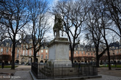 Louis XIII's statue, located in place des Vosges.