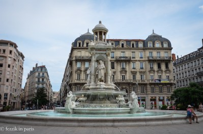 The fountain on place des Jacobins.