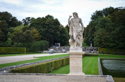 A bacchal statue flanked by the terrace on which we would slug champagne and down macarrons.