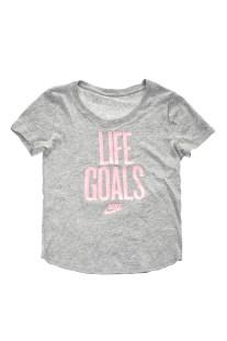 NIKE - Κοριτσίστικη κοντομάνικη μπλούζα NIKE NSW TEE SCOOP LIFE GOALS γκρι