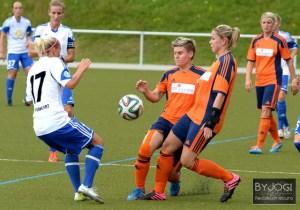 Frauenfußball Testspiel, 1. FFC Montabaur  (orange/blau) - 1. FFC Frankfurt (weiß/blau), Altenkirchen - 20.07.2014