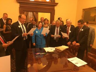 Members of the New jersey State Senate recite the Pledge they just signed.