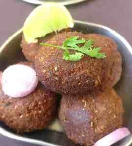 mutton kola urundai with onions and lemon